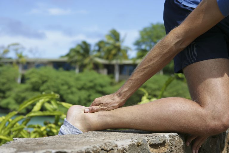 achilles tendon rupture causes symptoms treatment